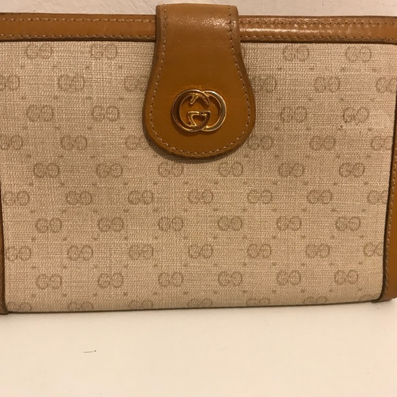 """d1a69429004ce Vintage Rare"""" Gucci Monogram kiss lock wallet"""